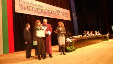 Министър Москов убеждава 253 млади лекари да останат в България