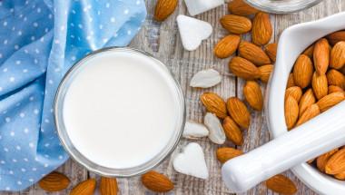 Мляко и ядки пазят от рак