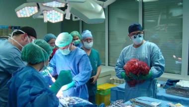 Извадиха 15-килограмов тумор от корема на пациент
