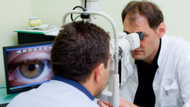 """Д-р Алек Топов: В """"Токуда"""" оперираме катаракта с нова апаратура за 10 минути!"""