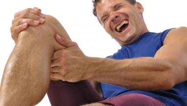 Скъсаният менискус причинява силна болка и отоци