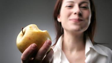 Учени опровергаха мита за ползата от ябълките