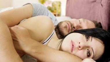 Учените са озадачени: Половината от студентките са тъжни и мрачни след хубав секс