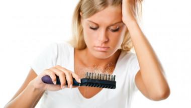 Хормоналният дисбаланс причинява косопад