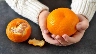 Внимание! Боядисани мандарини от Гърция блокират дишането