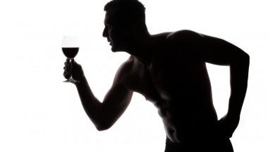 Чаша червено вино има същия ефект като тренировка във фитнеса