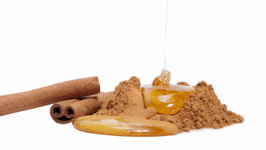 С мед и канела като нови