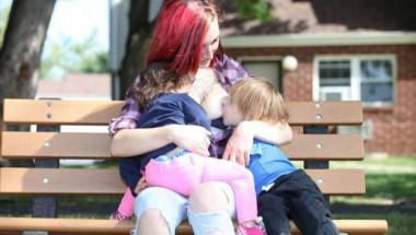 Ново 20: Майки разменят децата си, за да ги кърмят на смени