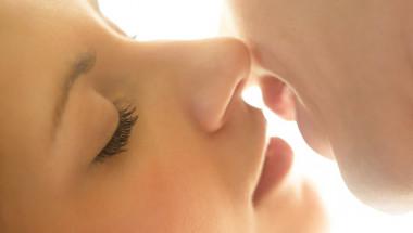 Топ 6 на ползите от целувките