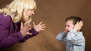 Крясъците нараняват детето както шамарите