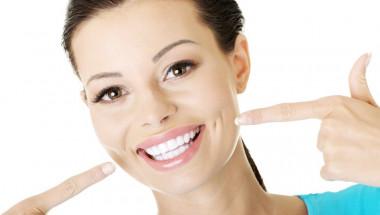 Бърз и лесен домашен метод за избелване на зъбите смая стоматолозите