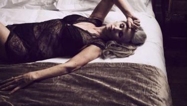 Фотосесията на тази 56-годишна жена ще ви вдъхнови да носите секси бельо цял живот!