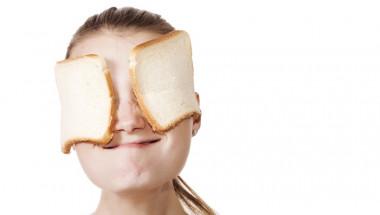 Облекчете зачервяването на очите със студен хляб