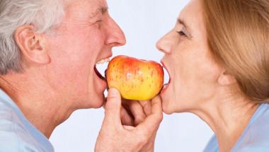 Д-р Богомил Стоев: Зъбните импланти са вечни