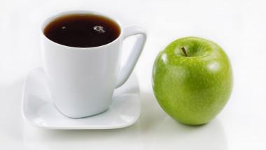 Вместо кафе – ябълки и вода
