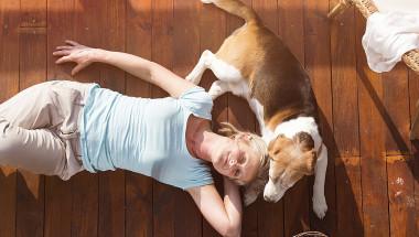 Защо е здравословно да се спи на пода?