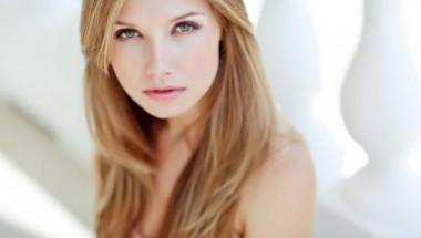 Учени се грижат за трайното благоухание на косите ни