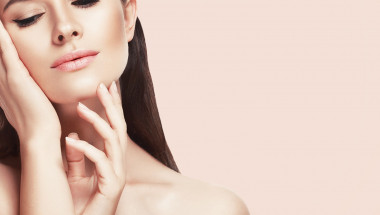 Дерматолози изброиха 5 неща, които никога не биха направили с кожата на лицето си вкъщи