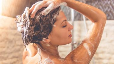 Досега много сте грешили! 6 правила как правилно да си измиете косата