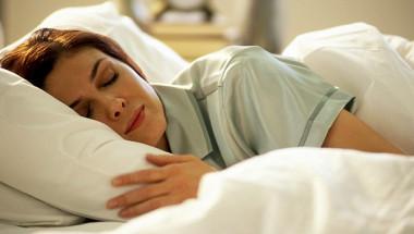 4 малки трикове от йога, за да спите цяла нощ като бебе (СНИМКИ)