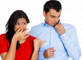 10 неочаквани причини, поради които миришете лошо