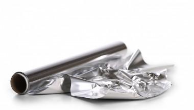 4 неподозирани ползи за вашето здраве от алуминиевото фолио. Само обвийте краката си за час и...
