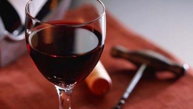 Доказано: Две чаши вино на ден предпазват от куп проблеми