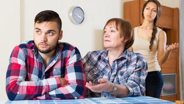 """Как синът става """"съпруг"""" на майка си?"""