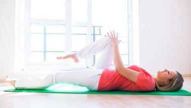Тези 5 тибетски упражнения стягат всички мускули за 10 минути