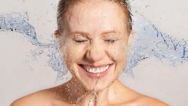 Минералната вода преобразява лицето