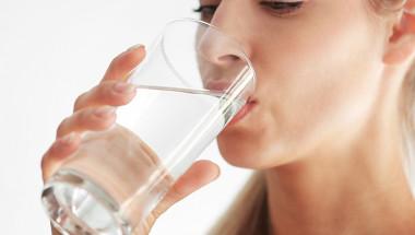 Какво се случва, ако пиете само вода?
