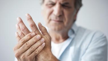 Какво се случи с д-р Унгер, който пукаше кокалчетата на ръката си в продължение на 50 години?