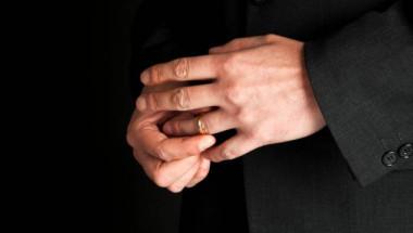 Учените са смаяни! Не е за вярване какво причиняват брачните халки върху тялото на мъжете