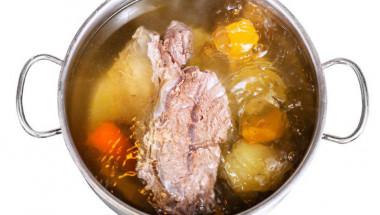 Опитните домакини готвят месо всеки ден, но много малко хора знаят как може да ни навреди бульонът