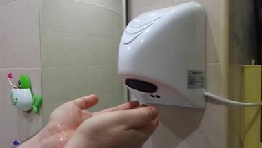 Ето защо е строго забранено да се изсушават така ръцете в обществената тоалетна! Вместо това ...