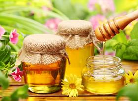 Медът удря по зъбите и черния дроб