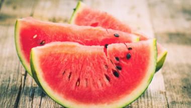 Диетолог съветва да ядем по 2 килограма диня на ден през лятото, а причината е...