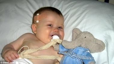 Лекарите предсказаха смъртта на това дете, но десет минути по-късно се случи чудо