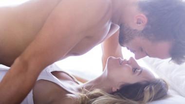 Секс сутринта: Защо трябва да се любите преди да излезете от леглото
