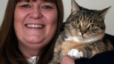 Феномен: Котка спаси стопанката си от рак на гърдата, онколози признаха заслугата на Миси (СНИМКИ)