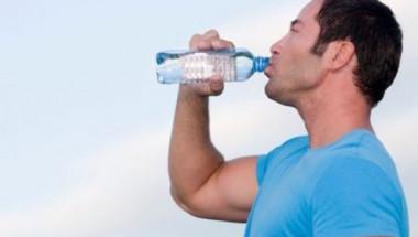 Какво ще се случи с тялото ви, ако замените всички напитки само с вода?