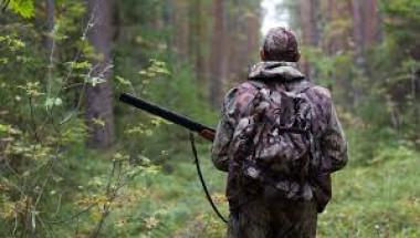 Ловец умря от болест, за която няма лечение, след като изяде мозъка на катерица