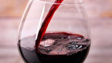 Червено вино срещу астма и отит