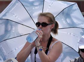 Колко вода трябва да пием на ден, за да не прекалим с хидратирането