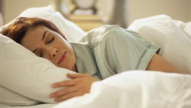 Защо не трябва никога да спим на светло?