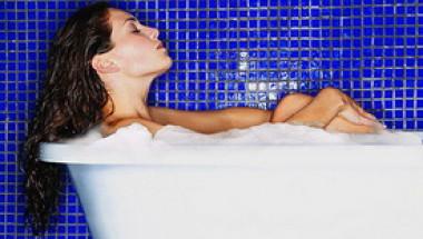 Вижте от кои здравословни проблеми може да ви избави горещият душ