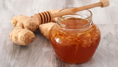 Облекчете кашлицата с мед и джинджифил