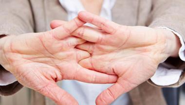 Опасно ли е пукането на пръстите? Ето какво е становището на лекарите