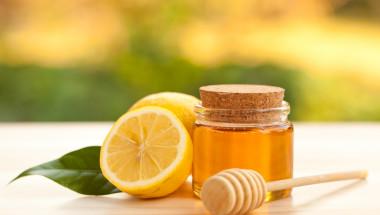 Помагат ли медът и лимоните при настинка и грип?