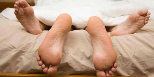 Учени установиха на каква възраст сексът започва да бъде вреден